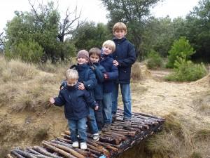 Javier, Ricardo, Álex, Pablo y Álvaro en un puente junto a la Balsa